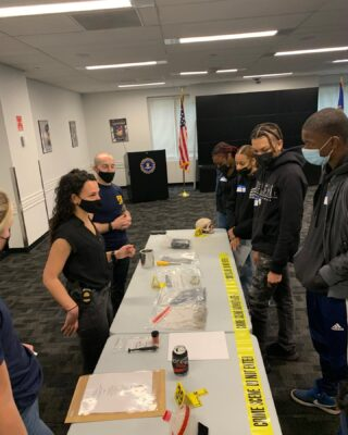 Today, some of our students spent the day at the FBI headquarter down in City Hall, where they had the opportunity to meet an array of specialized agents and learn about all the different career paths, tasks, divisions and youth internships at the bureau.   Students also got to sit with a panel of Black and Latino agents who shared valuable insight on their path prior to joining the FBI and experience as agents of color, specially in the current climate.   We love organizing and making these experience possible for our students!